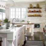 Nyitott polcos tárolás a konyhában