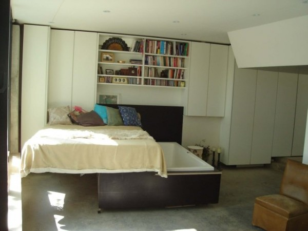 The-concealed-tub-bedroom-Peckham-House-600x450