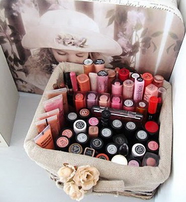 makeup-storage-in-baskets-and-boxes-3