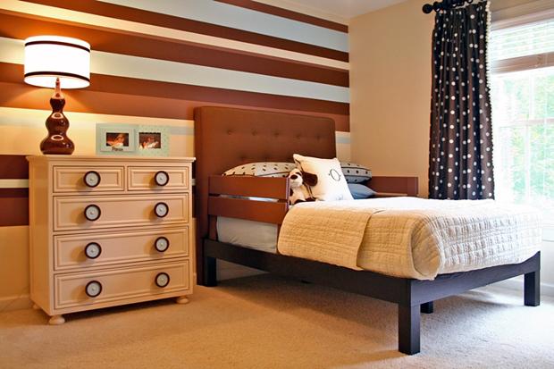 modern-teen-bedroom-boy-brown-beige-light-blue-striped-wall