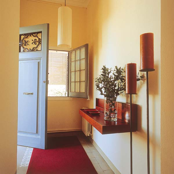 smart-storage-in-hallway
