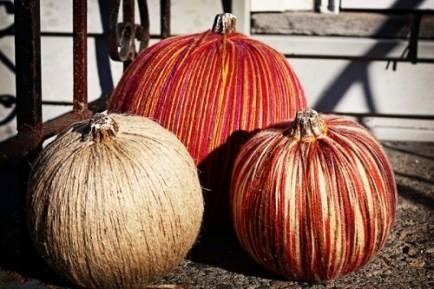 yarn-pumpkins-434x289